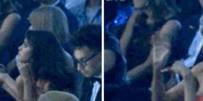 18. Taylor captando la atención de las cámaras con movimientos de las manos. Foto:Vía Youtube TNT