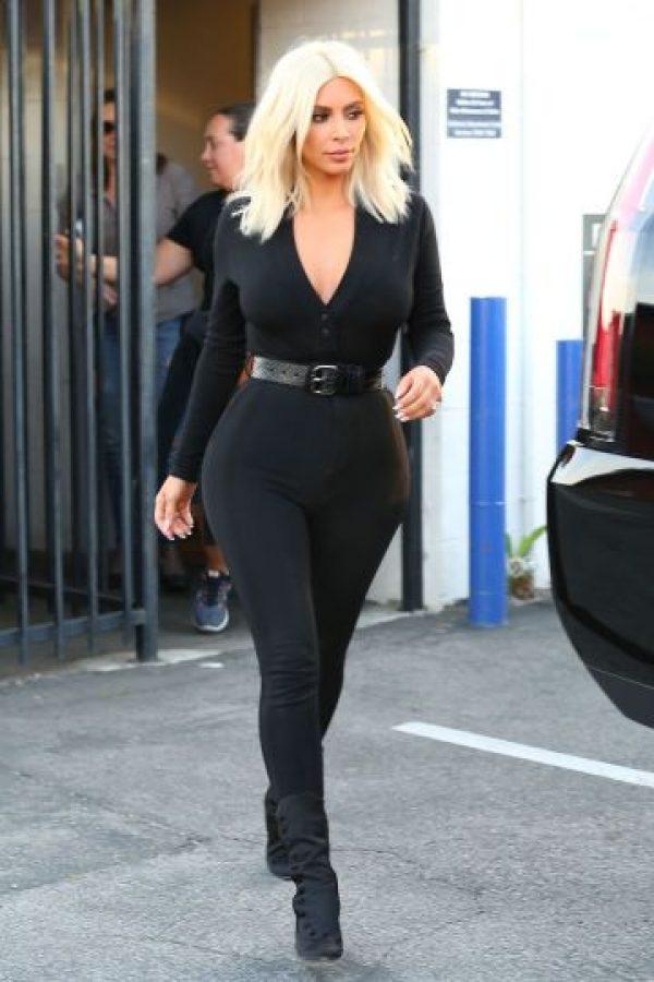Khloè Kardashian.Tras perder peso y entrenar su figura con fajas modeladoras, Khloe luce mejor que nunca. Foto:Fuente Externa