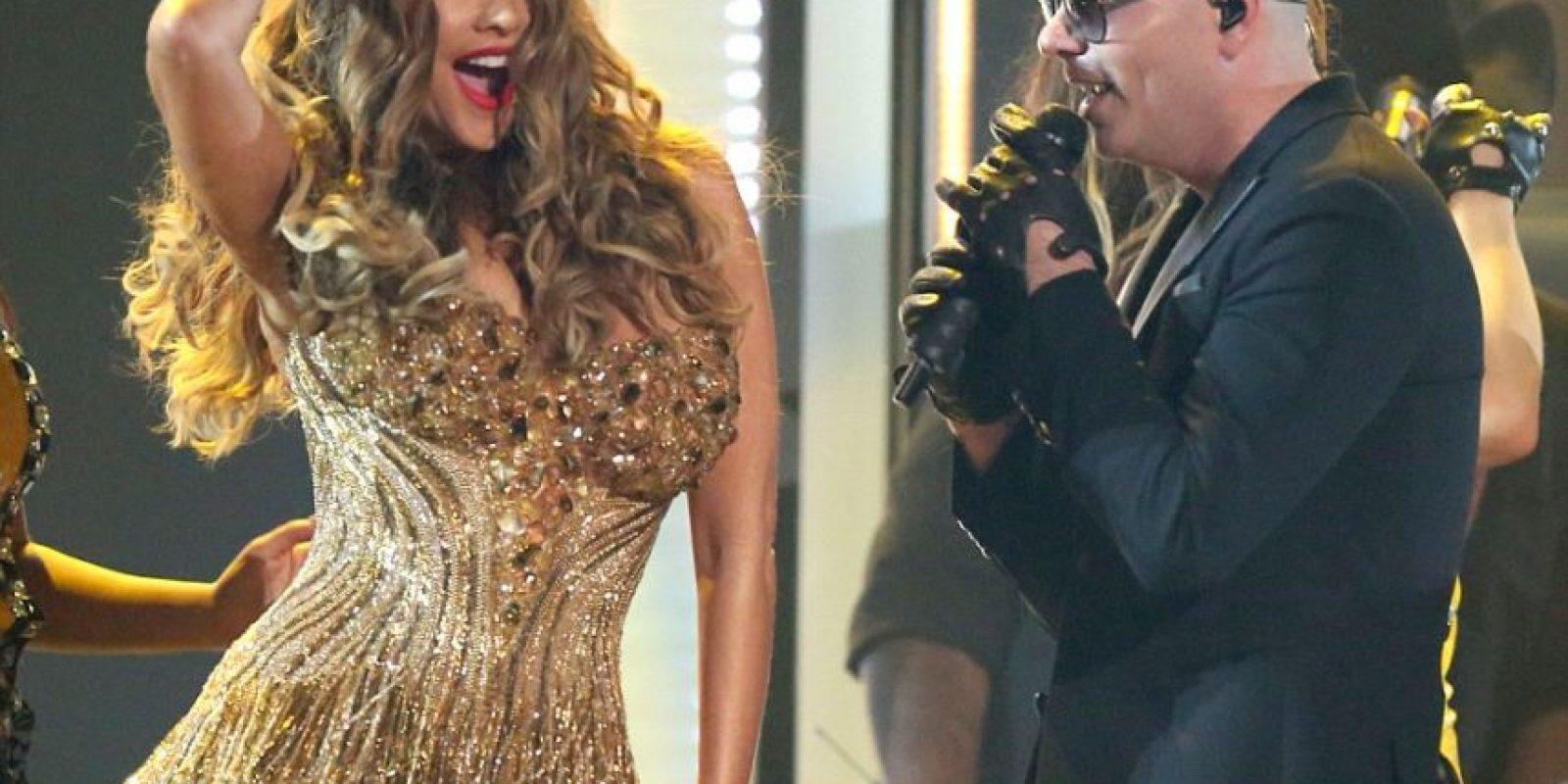 """La colombiana Sofía Vergara sorprendió a todos bailando """"El Taxi"""" junto a Pitbull. Foto:Metro Internacional"""