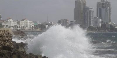 El COE emite alerta verde por fuertes olas; lluvias continúan