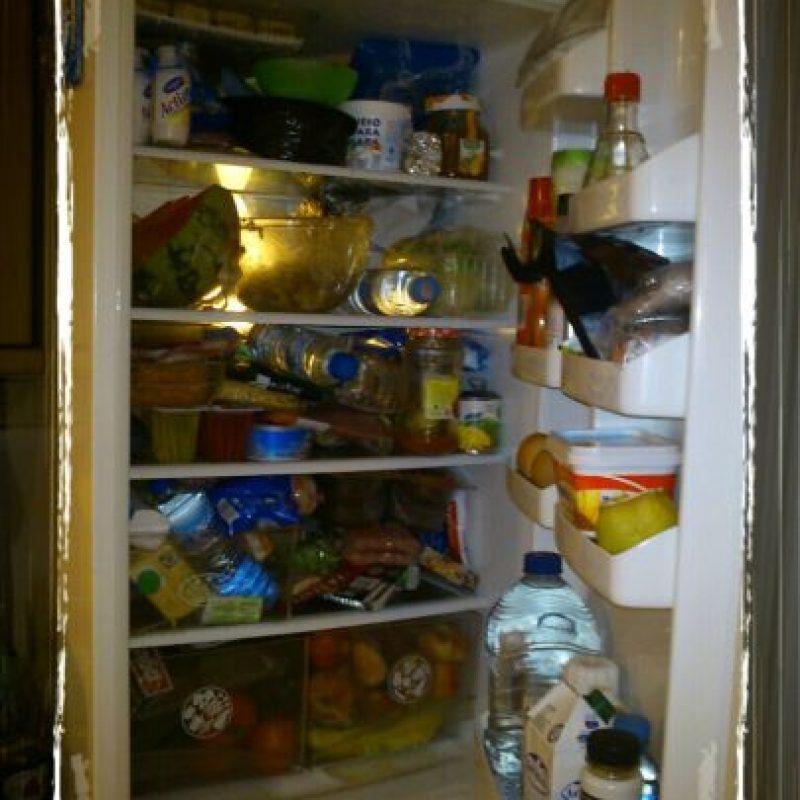 Organiza el refrigerador, dejando las frutas y verduras a mano. Foto:GETTY