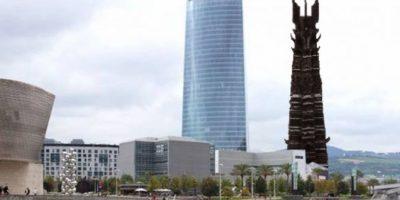 Orthanc (la torre de Saruman en ESDLA) con la torre Iberdrola de Bilbao. Foto:@sefipolis