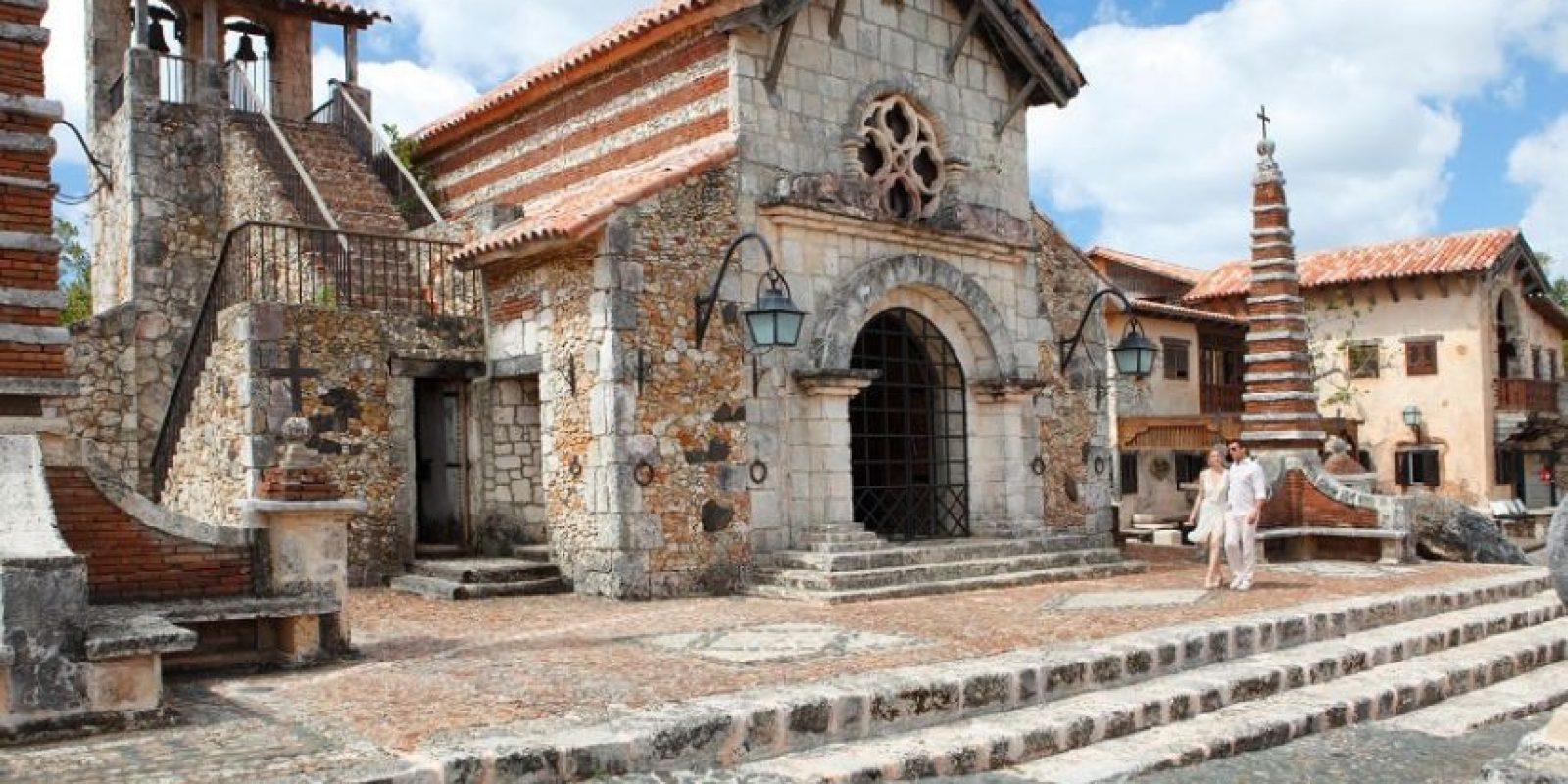 República Dominicana ofrece la oportunidad de vivir experiencias diversas como las de conocer sus edificaciones de arquitectura antigua, playas cristalinas, destinos de aventura y montañas.