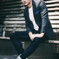 Para eventos informales crea tu outfit combinando una chaqueta casual y jeans. Foto:Fuente Externa