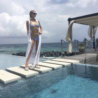 Y finalmente mostró sus curvas con este bikini azul. Foto:vía instagram.com/parishilton
