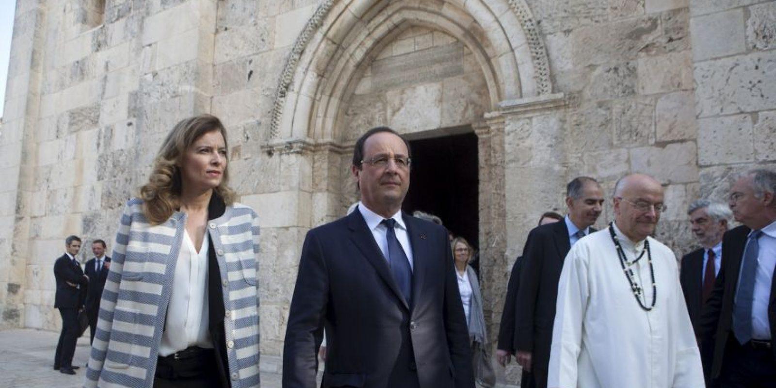 Días después de que se diera a conocer la infidelidad de Francois Hollande, este anunció su ruptura con Valérie Trierweiler, la mujer que fungía como Primera Dama. Foto:Getty Images