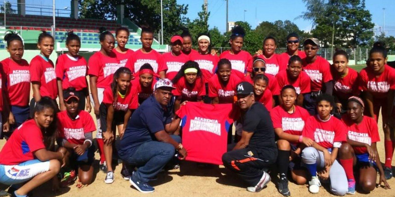 Las niñas integrantes de la academia infantil de la Federación Dominicana de Softbol. Foto:Fuente Externa