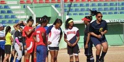 Las integrantes de la Academia Infantil de Softbol. Foto:Fuente Externa