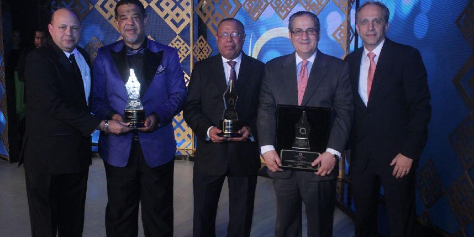 Parte de los reconocidos en esta gala de Acroarte. Foto:Cristian santana
