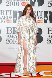Lana Del Rey lució sensual este vestido estampado Foto:Getty Images
