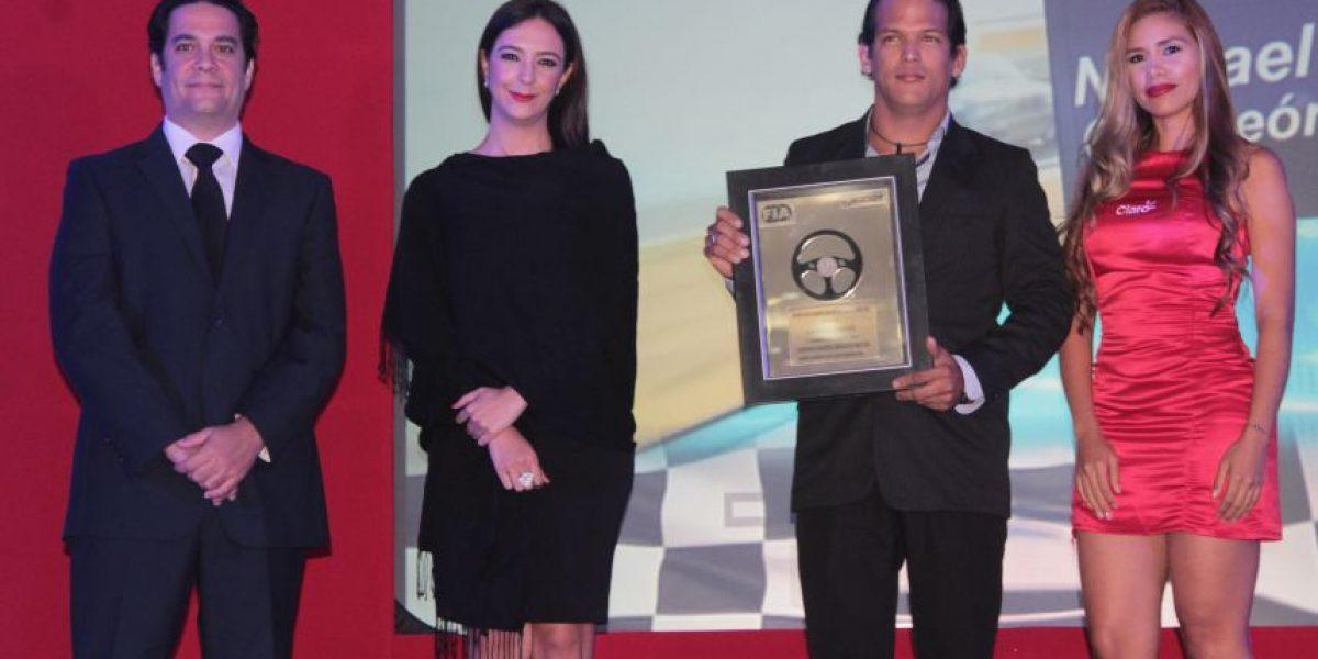 Federación de automovilismo galardona campeón de Drift