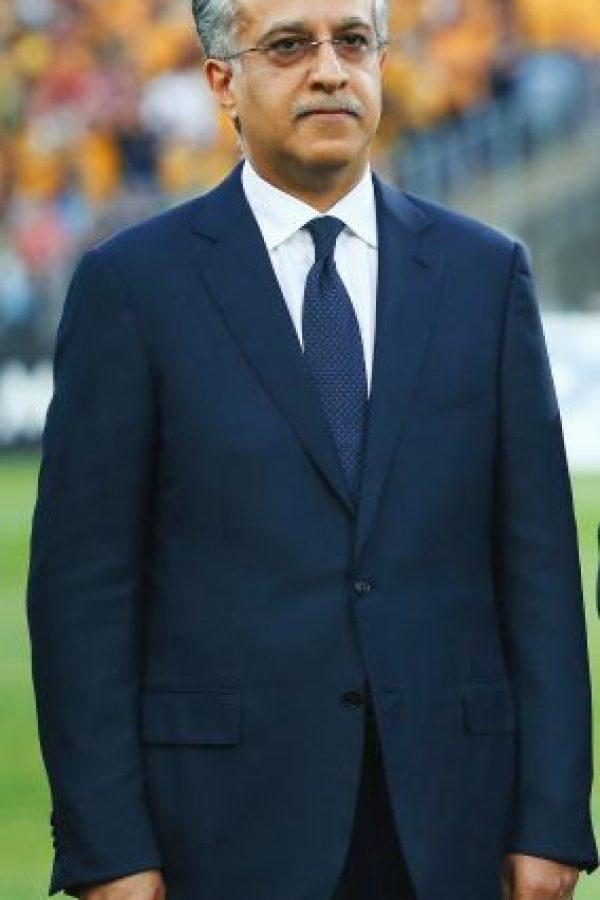 """Salman Bin Ebrahim al-Khalifa.Experiencia. Varios puestos con la Fede-ración de Fútbol de Bahrein. Se convirtió en el presidente en 2002.Cargo más alto ejercido en el fútbol. Es el presidente de la Confederación Asiática de Fútbol.Nacionalidad. Bahreiní.Edad. 50.Datos de interés. Según los informes, disfruta la caza del jabalí.Nombre del Manifiesto. """"Un mundo de fútbol refinado, reestructurado, revita-lizado."""" Foto:GETTY"""