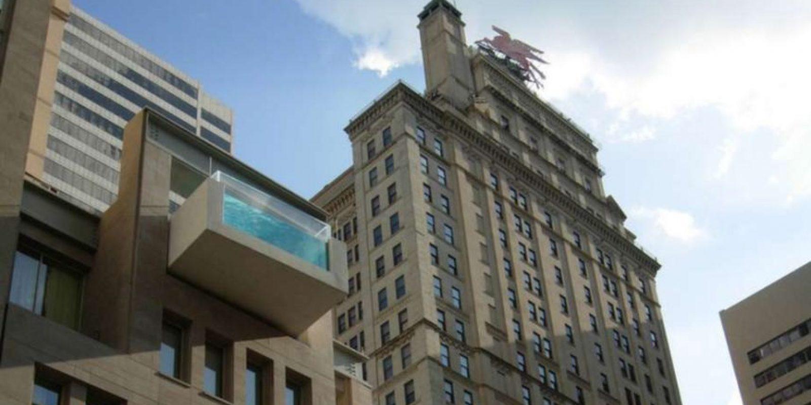 Este edificio se encuentra en Dallas, Texas, y se llama The Joule. Cuenta con una piscina en su azotea que excede los límites del la estructura. Foto:Wikicommons