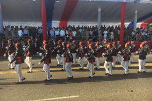 Desfile miliar en el malecón de la capital Foto:@maximobaezaybar