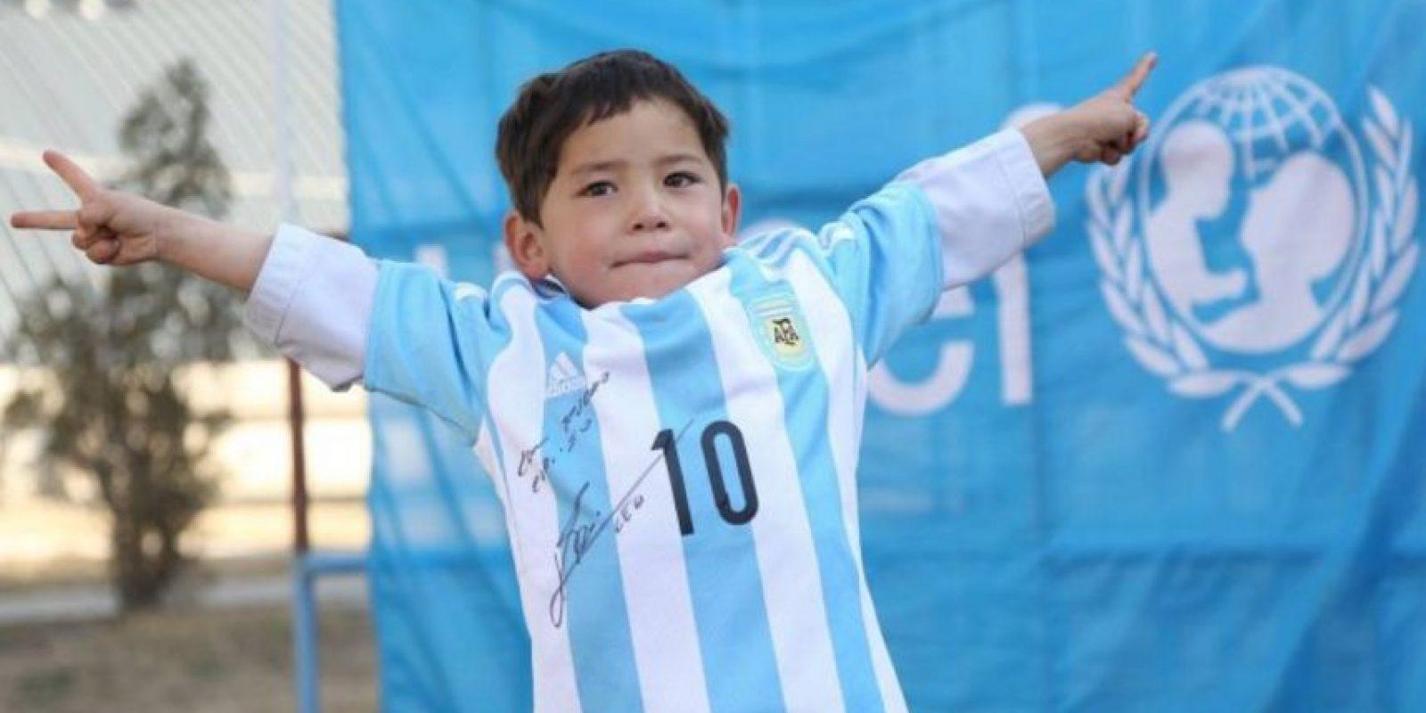 Lionel Messi le envió una camiseta firmada Foto:facebook.com/afghanistanunicef/