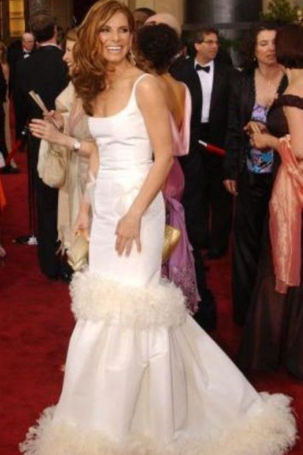 Sandra Bullock y su vestido de cachorritos blancos. Foto:vía Getty Images