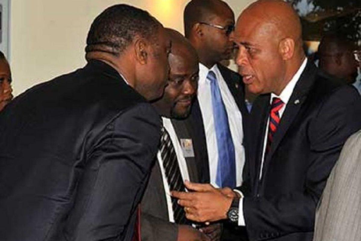 Martelly junto a miembros de su partido Foto:@aladanel