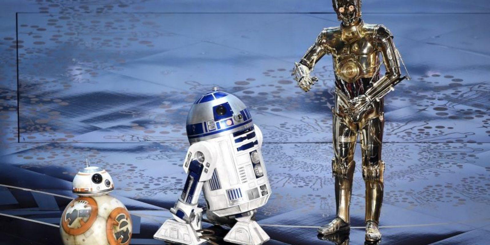 """38 años después los robots de Star Wars dicen presente: Sí, 38 años han pasado desde que en 1977, precisamente luego del estreno de Star Wars: A New Hope, cuando Mark Hamill, el intérprete de Luke Skywalker, llegó a la 50ª edición de los premios Oscars para presentar la categoría a """"Mejor edición de efectos de sonido"""". Foto:Fuente Externa"""