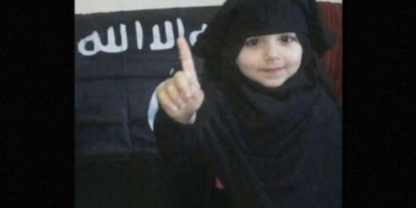 Sin embargo, esta no es una realidad para aproximadamente 5.6 millones de niños que viven en zonas de guerra en Siria, quienes son utilizados por Estado Islámico (ISIS) en sus atroces actos. Foto:Twitter.com – Archivo