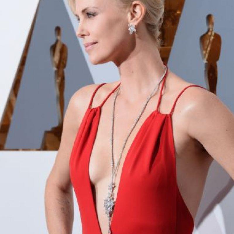 Este fue el collar que lució Charlize en la noche de los Oscar el pasado domingo Foto:Getty Images