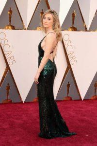 Nadie podía dejar de mirar el espectacular vestido Calvin Klein con escote en la espalda de Saoirse Ronan, el cual complementó con bellísimos aretes de Chopard. Foto:Fuente externa