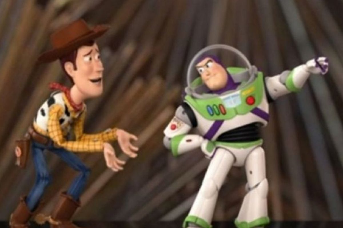 """Woody y Buzz aparecieron en el escenario y recordaron sus 20 años de amistad. La famosa pareja presentó la categoría de """"Mejor animación"""", la cual fue ganada por """"Intensamente"""". Foto:Vía Vimeo"""
