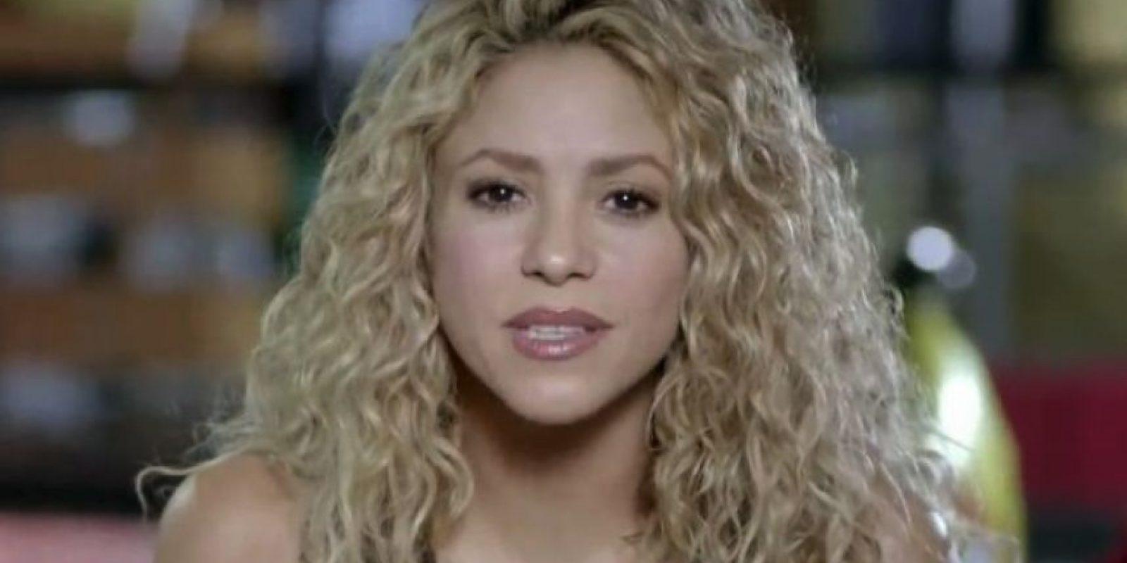 """Shakira le agradeció desde la distancia y le dijo: """"Tú eres el amuleto de los artistas latinos"""" Foto:Vía Twitter/Univision"""