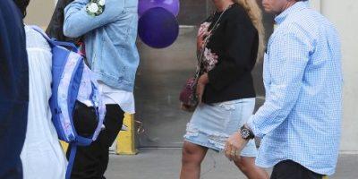 Beyoncé oculta su curvas, deja el glamur y sorprende con este look