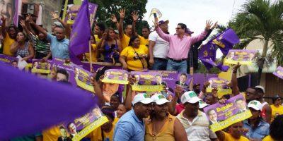 Diputado SON encabeza contundente respaldo a Danilo Medina en caravana
