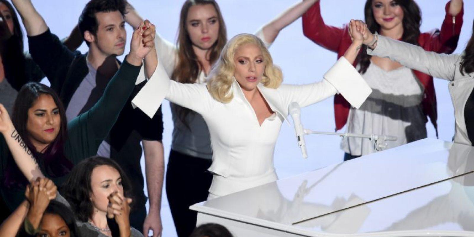 En el escenario Gaga estuvo acompañada de varias víctimas de abuso Foto:Getty Images