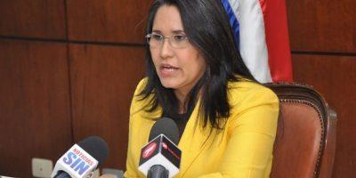 Ministra de Trabajo anuncia baja por maternidad aumentará a 14 semanas en 2017