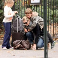 Kate con Mia Honey y Joe Alfie Foto: Grosby Group