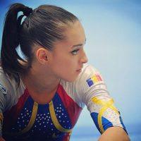 """Actualmente se prepara para participar en Rio 2016 y aspirar por varias medallas para su país donde la llaman la """"nueva Nadia Comaneci"""". Foto:Vía instagram.com/larisa_iordache"""