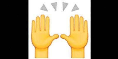 3. Las dos manos en muchas ocasiones son empleadas para alabar u orar, pero en realidad representan la celebración del éxito. Foto:vía emojipedia.org