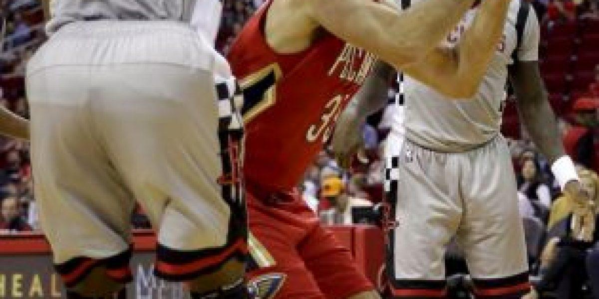 Aficionadas se quitan la ropa para distraer a jugadores en la NBA
