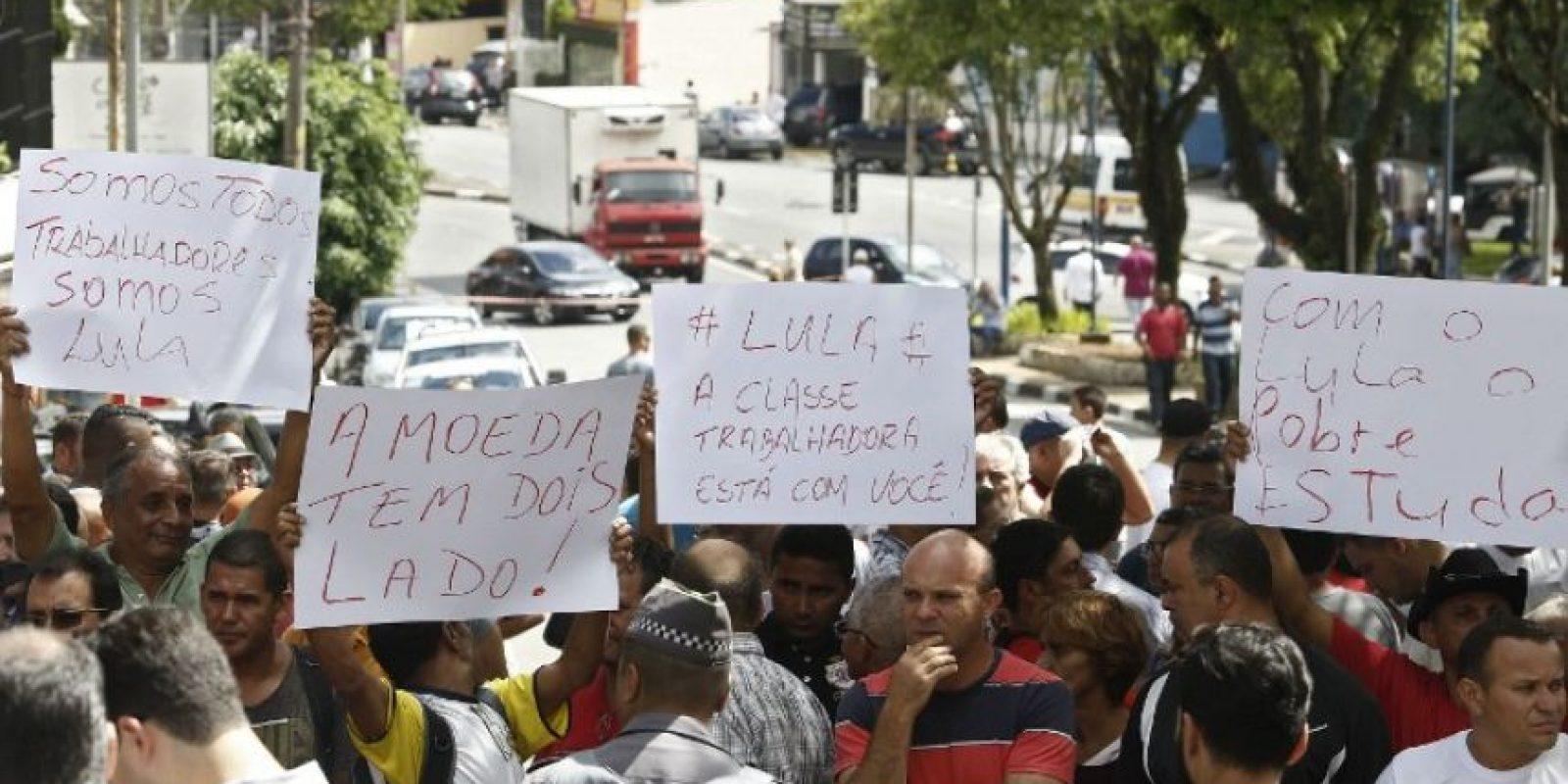 Algunos iban acompañados de carteles y banderas. Foto:AFP