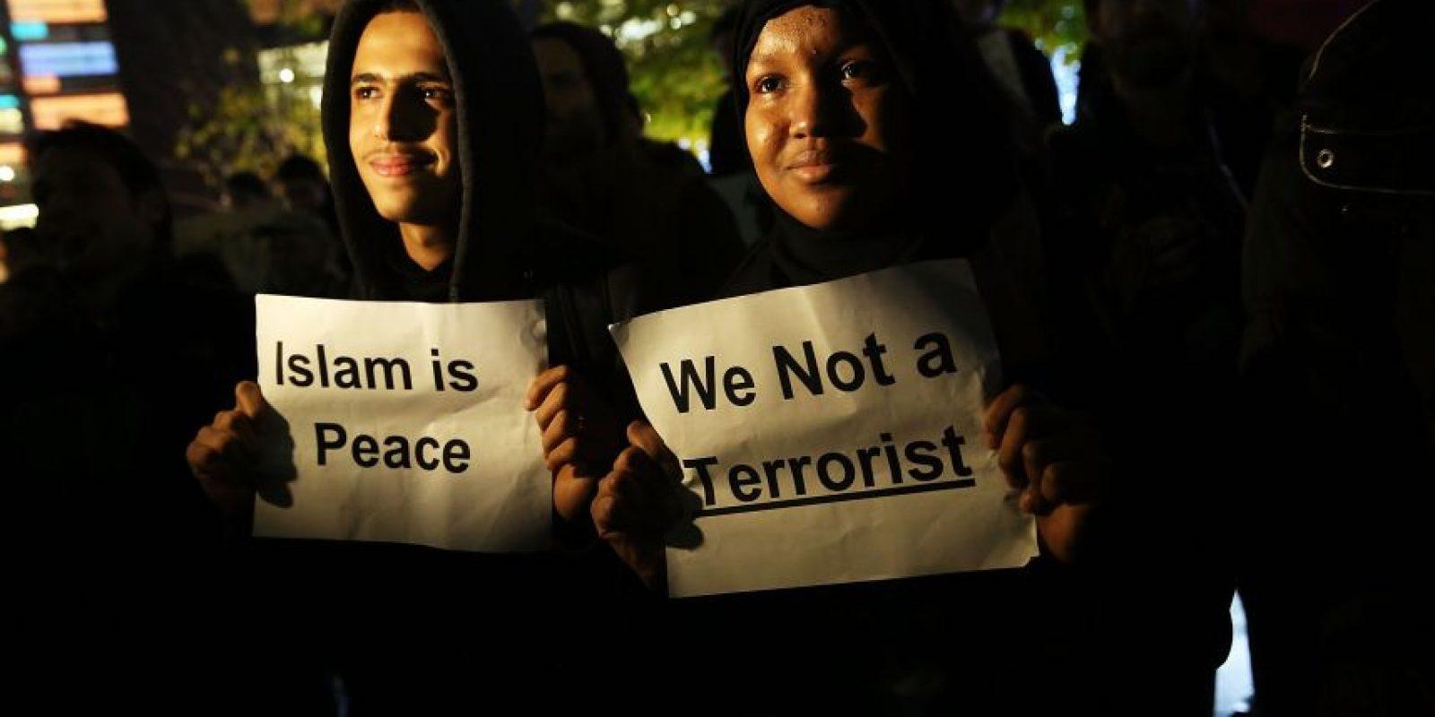 """2- Musulmanes. Tras los atentados terroristas en París y el ataque en San Bernardino, California, Trump exigió expulsar a todos los musulmanes de Estados Unidos… para después solo permitir la entrada de los """"musulmanes buenos"""".Por supuesto que su exigencia fue rechazada ampliamente, pero Trump mencionó que incluso sus amigos musulmanes estaban de acuerdo con él. Foto:Fuente Externa"""