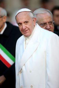 • Su más reciente víctima fue el Papa Francisco Foto:Fuente Externa