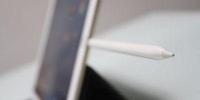 Procesador. iPad Pro cuenta con el sistema operativo iOS 9, procesador A9X de 64 bits, procesador M9, memoria interna de 32, 64 o 128GB (según el modelo) y 4GB en RAM, lo que le da la posibilidad de funcionar como una computadora y, por lo tanto, soportar programas de diseño. Para visualización de videos es relamente perfecta, e igual para los juegos. La exigencia es mayor con programas de diseño y edición de video, donde la iPad Pro funcionó correctamente, aunque en ocasiones comenzó a detenerse constantemente dificultando trabajar con normalidad. Foto:Fuente externa
