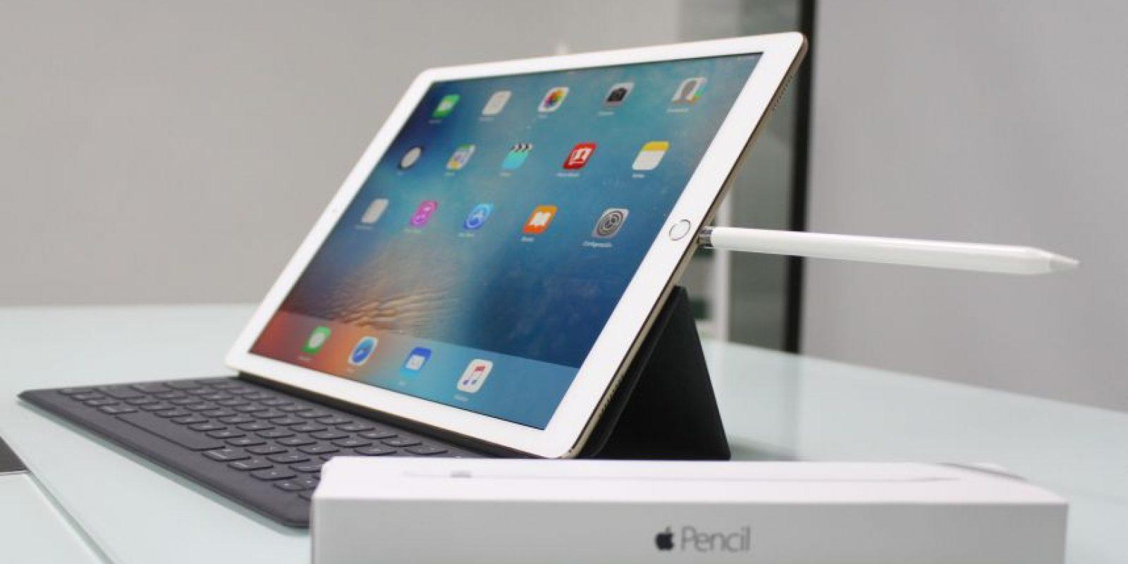 Precio. La realidad es que no es nada económico adquirir un iPad Pro por lo que antes de hacerlo, deben pensar si realmente la quieren para explotar el máximo de sus capacidades; de lo contrario, existen otros modelos de iPad que seguramente se adaptan a sus necesidades. Los precios inician en los 799 dólares (23GB con Wi-Fi), 949 dólares (128GB con Wi-Fi) y mil 79 dólares (128GB con Wi-Fi + Cellular). Accesorios se venden por separado. Foto:Fuente externa
