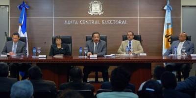 Por errores e incongruencias, JCE otorga plazo a partidos políticos