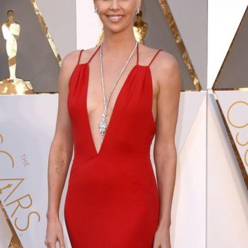 Charlize brilló con sus joyas en los Premios Oscar Foto:Getty Images
