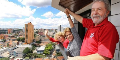 Lula recibió apoyo de Dilma y no descarta candidatura
