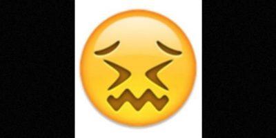 Parece que está a punto de llorar, pero solamente está aturdido. Foto: emojipedia.org