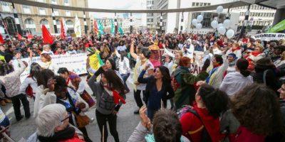 Como en muchas partes del mundo, mujeres se manifestaron a favor de sus derechos. Foto:AFP
