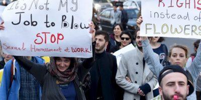 En la capital de ese país miles de personas salieron a las calles con distintas pancartas. Foto:AFP