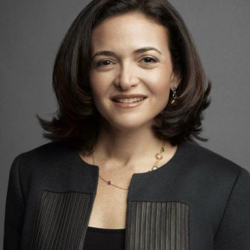 """""""Creo que un mundo en donde la mitad de los países y la mitad de las empresas fueran liderados por mujeres sería un mundo mejor"""". Sheryl Sandberg, autora y directora operativa de Facebook. Foto:Fuente Externa"""