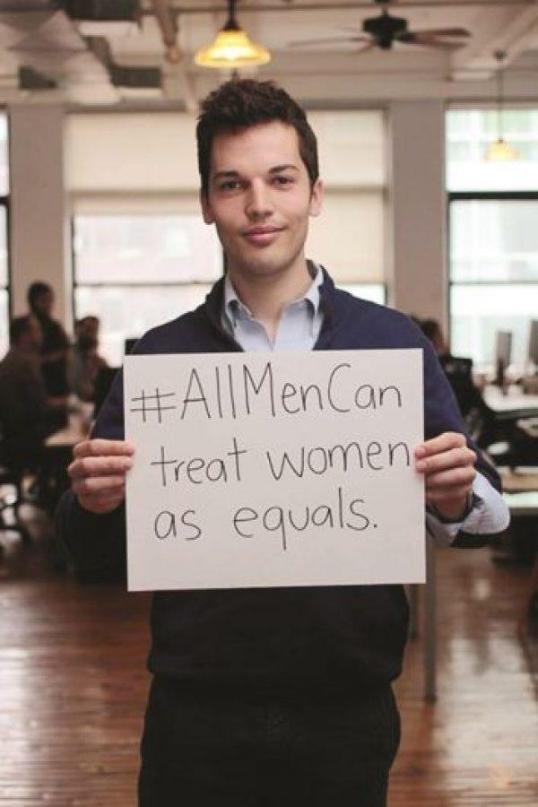 """4- #AllMenCan. Bajo este hashtag los hombres defienden a las mujeres denunciando el sexismo, el derecho, y la discriminación de género. Todo comenzó el año pasado en apoyo a #YesAllWomen después de que Elizabeth Plank, editora senior de la empresa de medios Mic, le pidió a los hombres que compartieran ideas sobre lo qué significa ser hombre y un feminista. Muchas imágenes fueron compartidas en medios de comunicación social, diciendo por ejemplo, """"Los verdaderos hombres tratan a las mujeres con respeto"""". Foto:Fuente externa"""