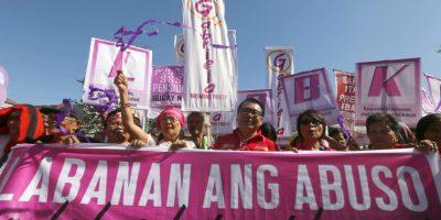 Cientos de manifestantes marchan para pedir igualdad de género. Foto:AP
