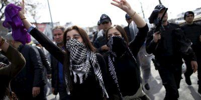 Mujeres y hombres participaron en las marchas. Foto:AP